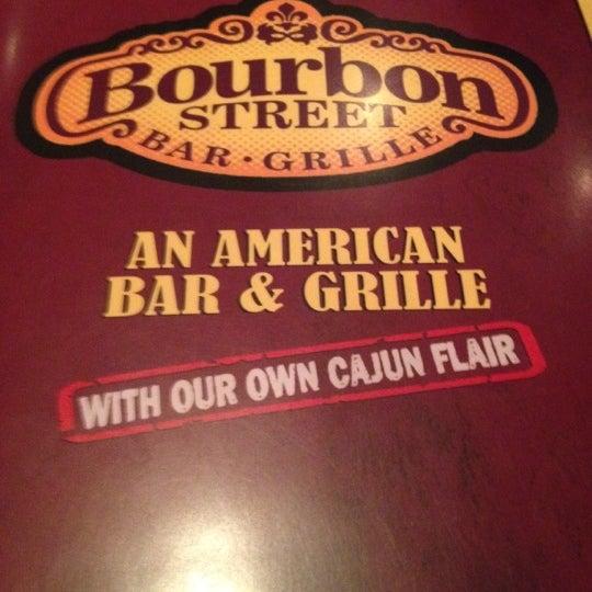 Foto tirada no(a) Bourbon Street Bar & Grille por Marlene V. em 6/24/2012
