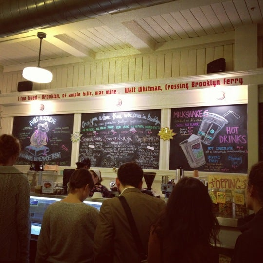 Снимок сделан в Ample Hills Creamery пользователем Gina T. 3/23/2012
