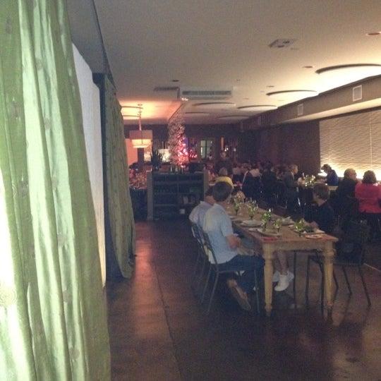 Das Foto wurde bei Acacia Midtown von Neal T. am 3/21/2012 aufgenommen