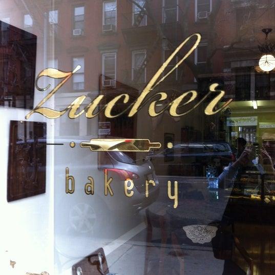 รูปภาพถ่ายที่ Zucker Bakery โดย Mat Z. เมื่อ 3/21/2012
