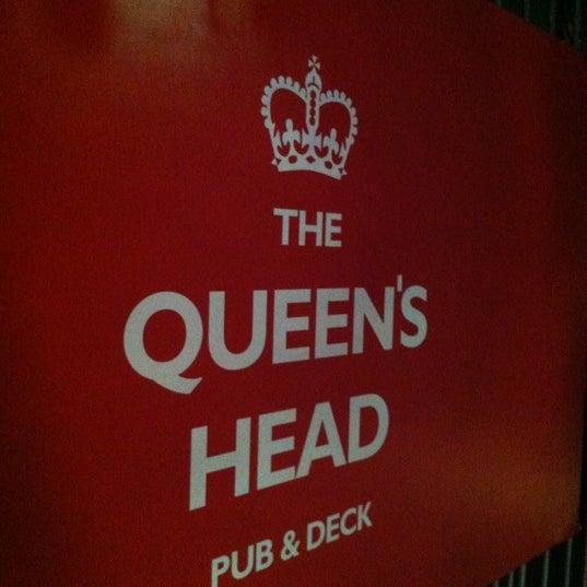 Снимок сделан в The Queen's Head пользователем Rosangela S. 8/31/2012