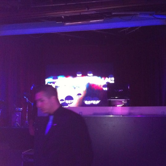 Das Foto wurde bei The Sutton Club von Carmen V. am 5/11/2012 aufgenommen