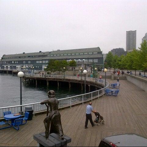 Das Foto wurde bei Waterfront Park von Julian W. am 7/10/2012 aufgenommen