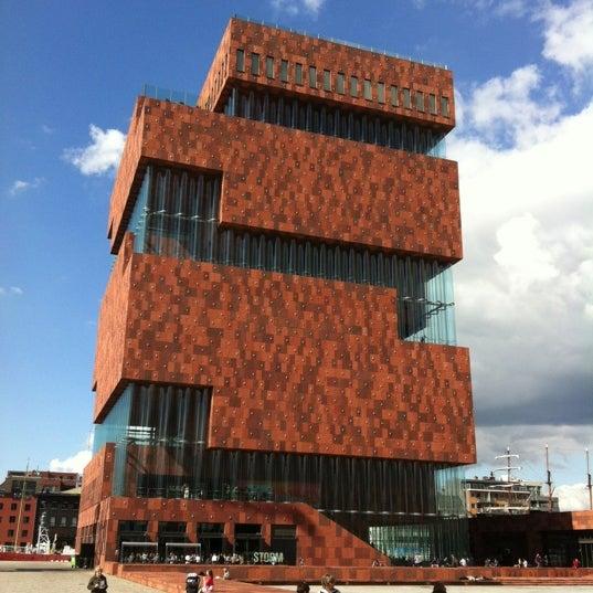 Foto tirada no(a) MAS | Museum aan de Stroom por Jochen B. em 7/21/2012