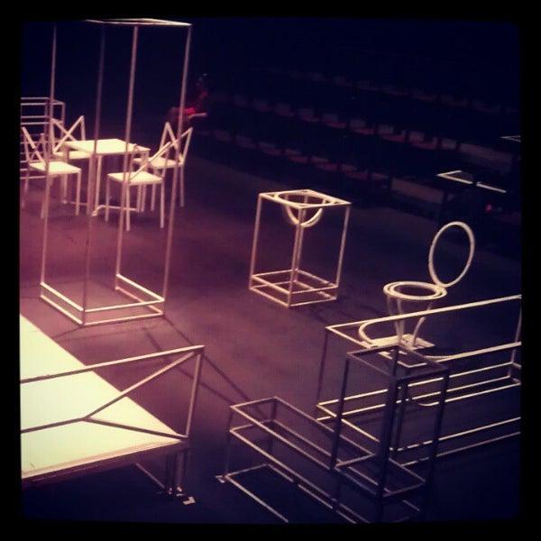 4/4/2012 tarihinde David D.ziyaretçi tarafından Trafó - House of Contemporary Arts'de çekilen fotoğraf