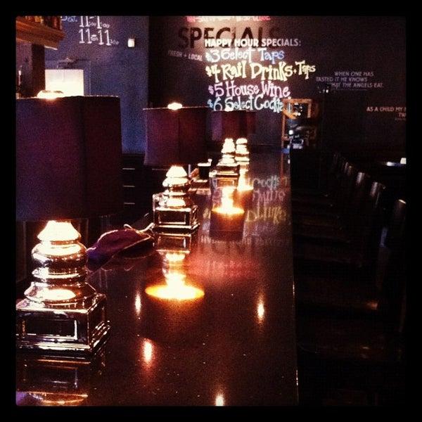 6/21/2012 tarihinde Narciso A.ziyaretçi tarafından Urban Eatery'de çekilen fotoğraf
