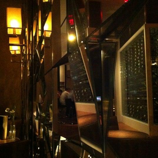 Снимок сделан в SOUTHGATE Bar & Restaurant пользователем Martin H. 6/30/2012