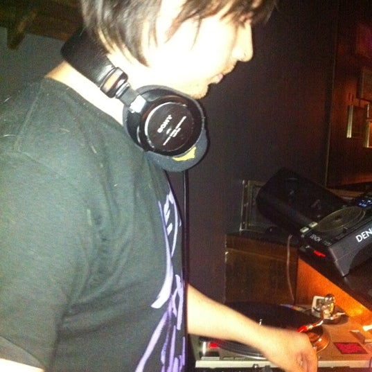 4/13/2011にmark v.がTrophy Barで撮った写真