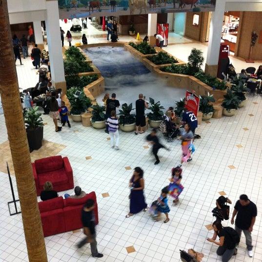 Valencia Town Center: Photos At Westfield Valencia Town Center