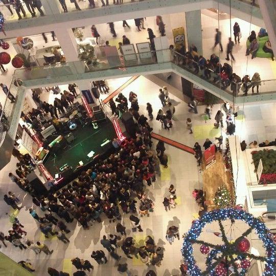 รูปภาพถ่ายที่ Athens Metro Mall โดย vicky t. เมื่อ 12/18/2011