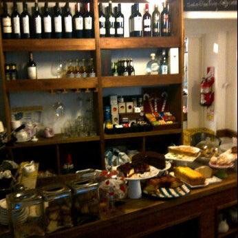 Foto tirada no(a) Florencio Bistro & Patisserie por Patricia G. em 10/25/2011