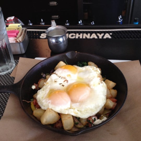 Снимок сделан в 5 Napkin Grill пользователем Romulo B. 3/18/2012