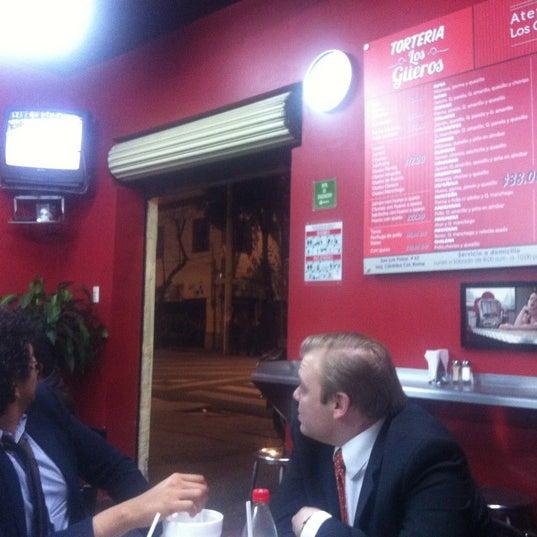 """Das Foto wurde bei Tortería """"Los Güeros"""" von Lalebernal am 3/15/2012 aufgenommen"""