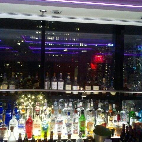 Снимок сделан в Sky Room пользователем Michelle G. 12/17/2011