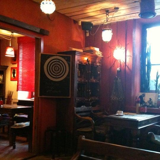 Снимок сделан в Кофейня «Кардамон» и лавка «Коллекция Пустяков» пользователем Yuri N. 5/5/2011