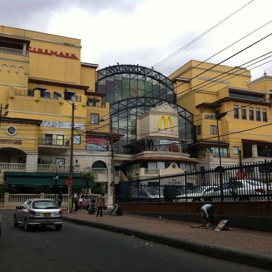 Foto diambil di Atlantis Plaza oleh Pablo C. pada 9/3/2011