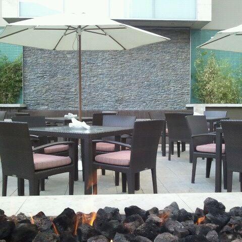 Foto scattata a Province Urban Kitchen & Bar da Ty T. il 1/24/2012