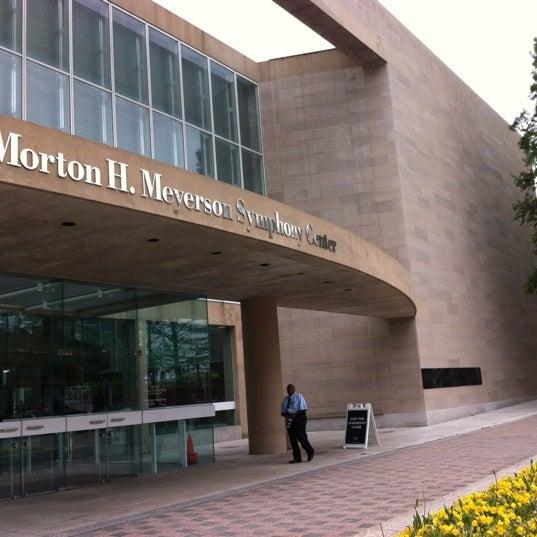 Foto tirada no(a) Morton H. Meyerson Symphony Center por Yolanda B. em 4/15/2012
