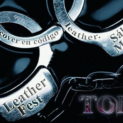 Das Foto wurde bei TOM'S Leather Bar von Miguel Antonio P. am 5/13/2012 aufgenommen