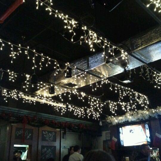 Photo prise au Mudville Restaurant & Tap House par Eric H. le12/14/2011
