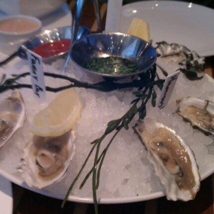 Das Foto wurde bei Fish Story von Wendy B. am 1/16/2012 aufgenommen