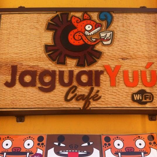 Foto tomada en Café Jaguar Yuú por Karina S. el 4/5/2012