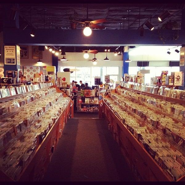 3/8/2012에 CJ님이 Waterloo Records에서 찍은 사진