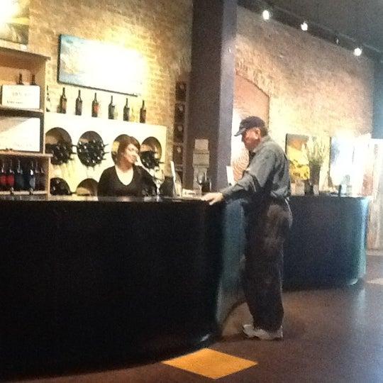 5/27/2012 tarihinde D S.ziyaretçi tarafından Thumbprint Cellars Tasting Room & Art Gallery'de çekilen fotoğraf