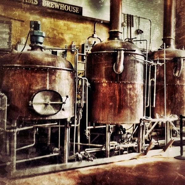 Photo prise au Samuel Adams Brewery par Stefanie M. le8/25/2012