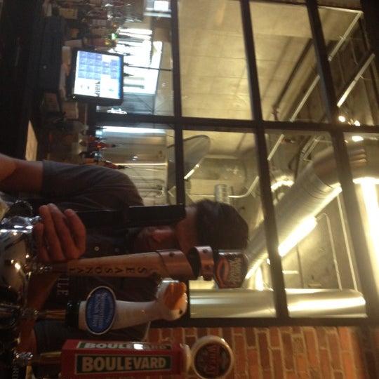Das Foto wurde bei Exile Brewing Co. von Laura M. am 8/3/2012 aufgenommen