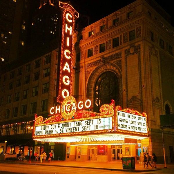 8/31/2012에 aneel .님이 The Chicago Theatre에서 찍은 사진