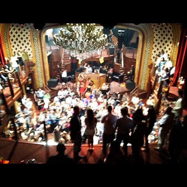 Photo prise au Opera Nightclub par Michael N. le6/3/2012