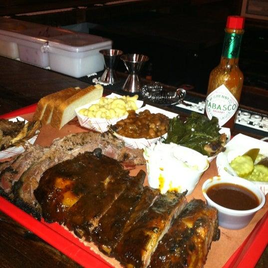 Foto scattata a Mable's Smokehouse & Banquet Hall da Jeffrey H. il 8/15/2012