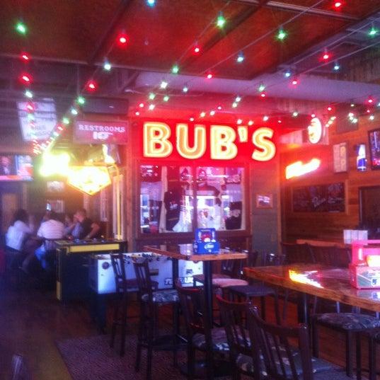 รูปภาพถ่ายที่ Bub's at the Ballpark โดย Michael H. เมื่อ 3/29/2012