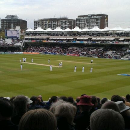 Foto tomada en Lord's Cricket Ground (MCC)  por Mike B. el 5/17/2012