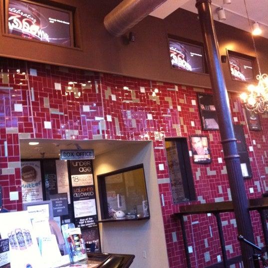 5/20/2012 tarihinde KinipelaJLNziyaretçi tarafından Comedy Works Downtown in Larimer Square'de çekilen fotoğraf