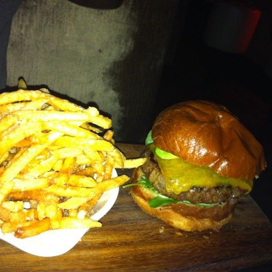รูปภาพถ่ายที่ Oola Restaurant & Bar โดย Maria S. เมื่อ 2/16/2012