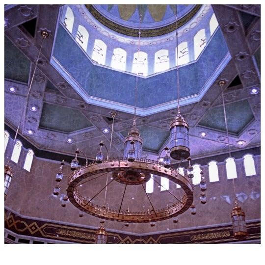 8/31/2012 tarihinde Mynne M.ziyaretçi tarafından Masjid Al-Ameerah Al-Hajjah Maryam, Kg Jerudong'de çekilen fotoğraf