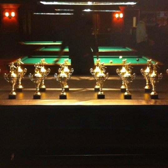 Foto tomada en Society Billiards + Bar por Octane el 5/5/2012