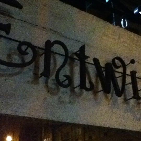 Foto tomada en Entwine por Jeff M. el 3/19/2012