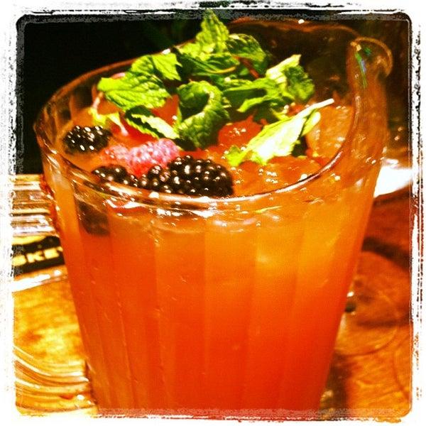 3/19/2012 tarihinde J .ziyaretçi tarafından Royal Oak Bar and Grill'de çekilen fotoğraf