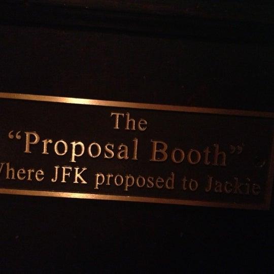 Foto tomada en Martin's Tavern por Juan E. el 11/6/2012