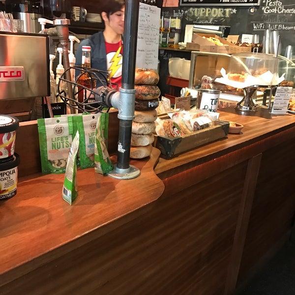 4/7/2017にjason h.がTaszo Espresso Barで撮った写真