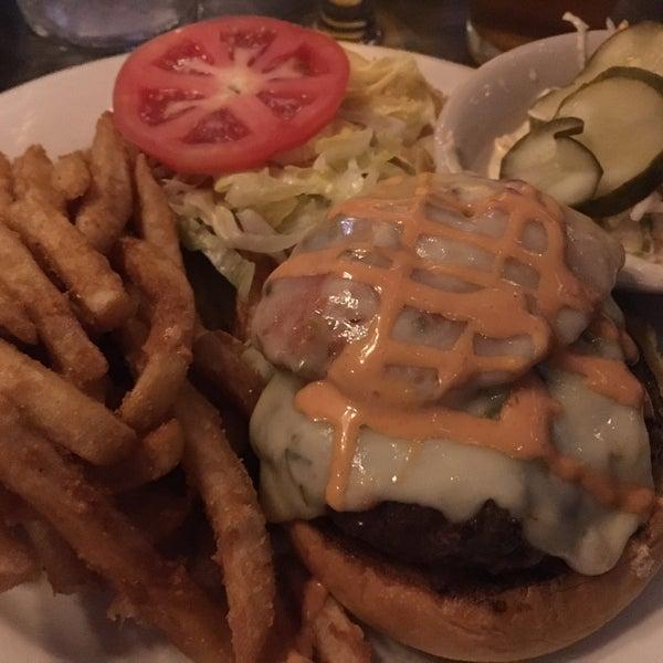 Foto scattata a Bourbon Street Restaurant and Catering da Gianna A. il 9/10/2016