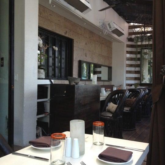Das Foto wurde bei Tortilla Republic von Whitney L. am 10/7/2012 aufgenommen