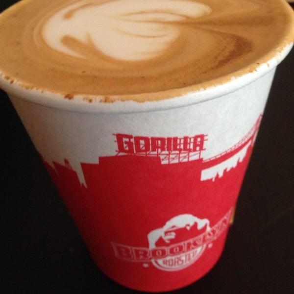 Foto scattata a Gorilla Coffee da Lara Z. il 1/25/2014