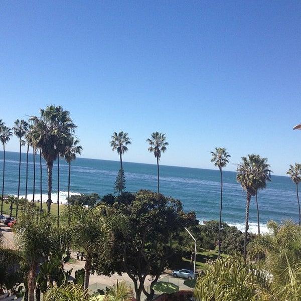 รูปภาพถ่ายที่ La Valencia Hotel โดย Val Rie S. เมื่อ 2/24/2013