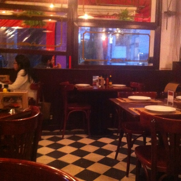 Foto tomada en Central de Pizzas por BerriesAndFun el 6/26/2013