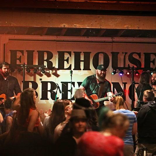 รูปภาพถ่ายที่ Firehouse Brewing Company โดย Firehouse Brewing Company เมื่อ 7/23/2015