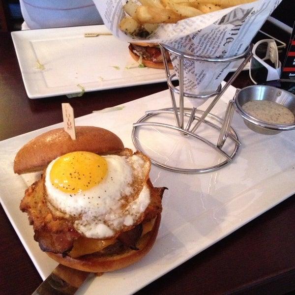 Снимок сделан в A&G Burger Joint пользователем Jason H. 9/8/2013